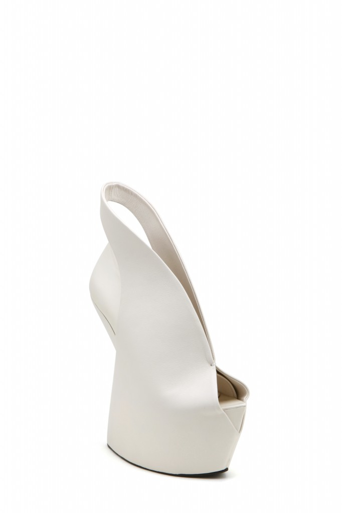 14aw-iris-biopiracy-bootie-off-white-angle-out