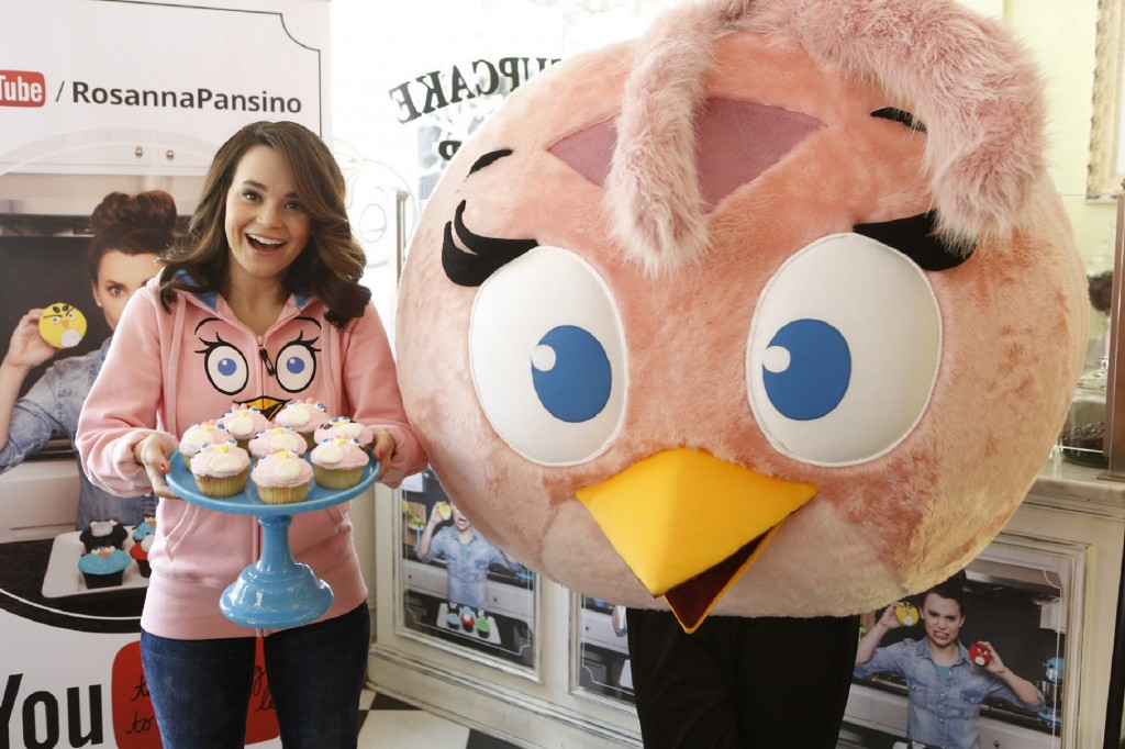 Rosanna Pansino and Stella with cupcakes at The Little Cupcake Bakeshop Youtube Angry Birds Event